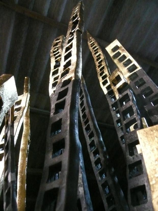 """""""manhattan 2011""""Stahlskulptur mit Blattgoldauflage by Hans Some, 2011, Spanien"""